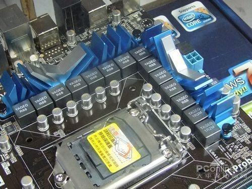 华硕 p7p55d  pro主板采用了豪华的14相滤波供电电路设计,用料上采