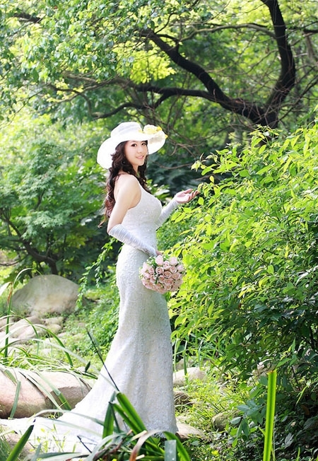 photoshop给树林美女婚片增加漂亮的橙红色