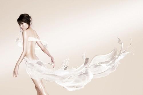 美女背上的泡泡翅膀
